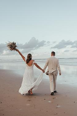 beach wedding ceremony photos gold coast